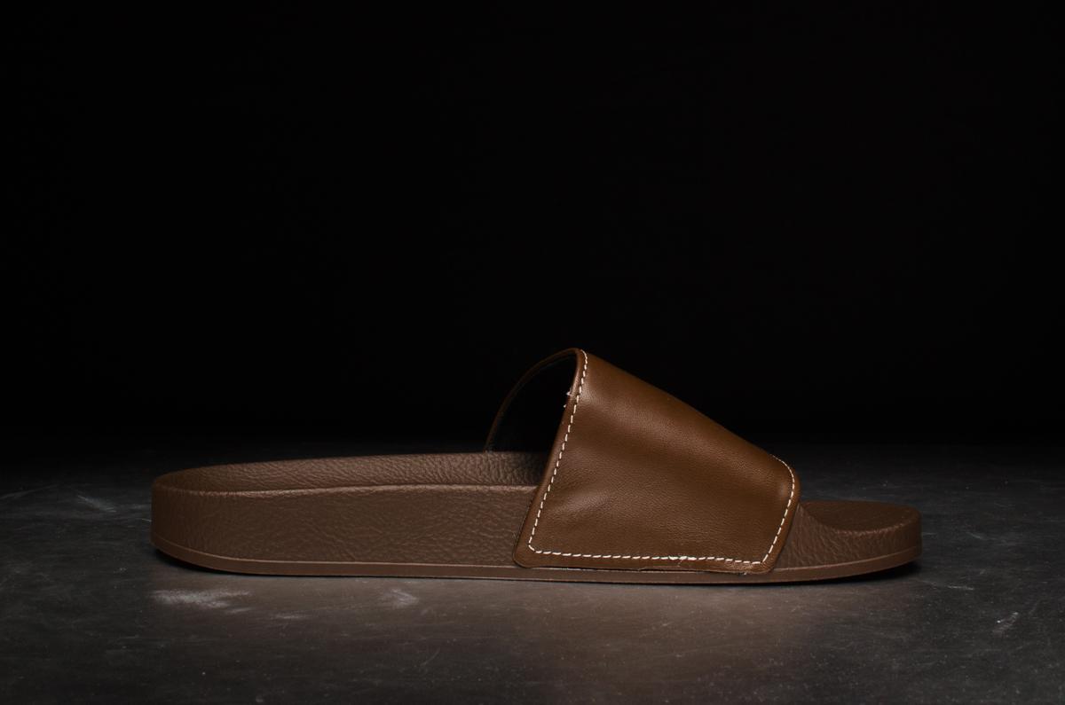 new style 39edf 88351 adidas adilette brown