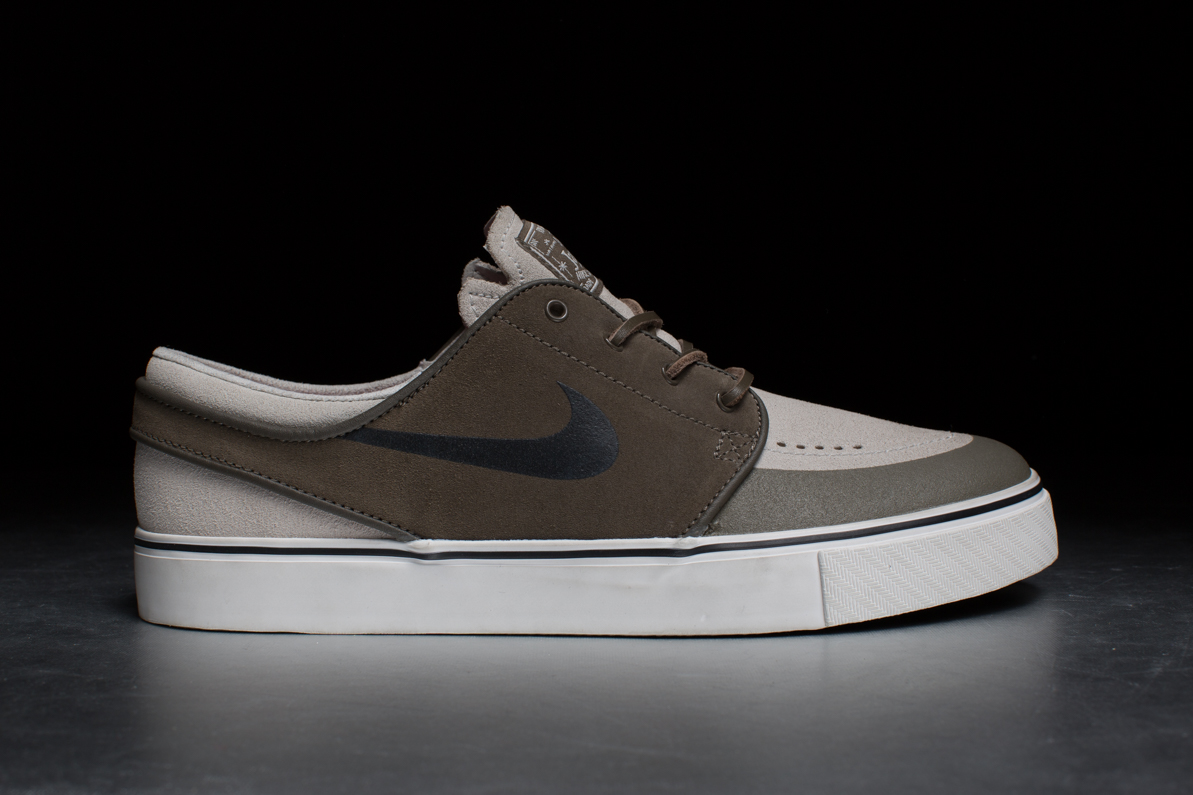 nike sb zoom stefan janoski pr se dark dune black. Black Bedroom Furniture Sets. Home Design Ideas