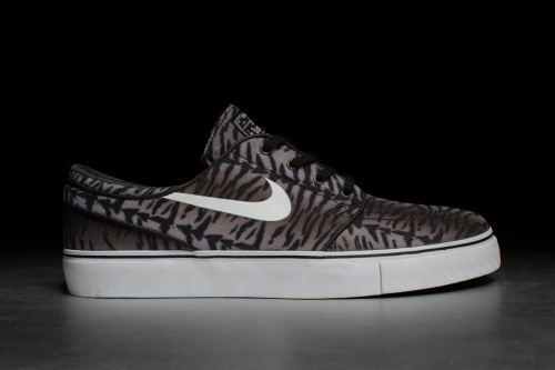 Nike Zoom Stefan Janoski CNVS – Black / White / Medium Olive