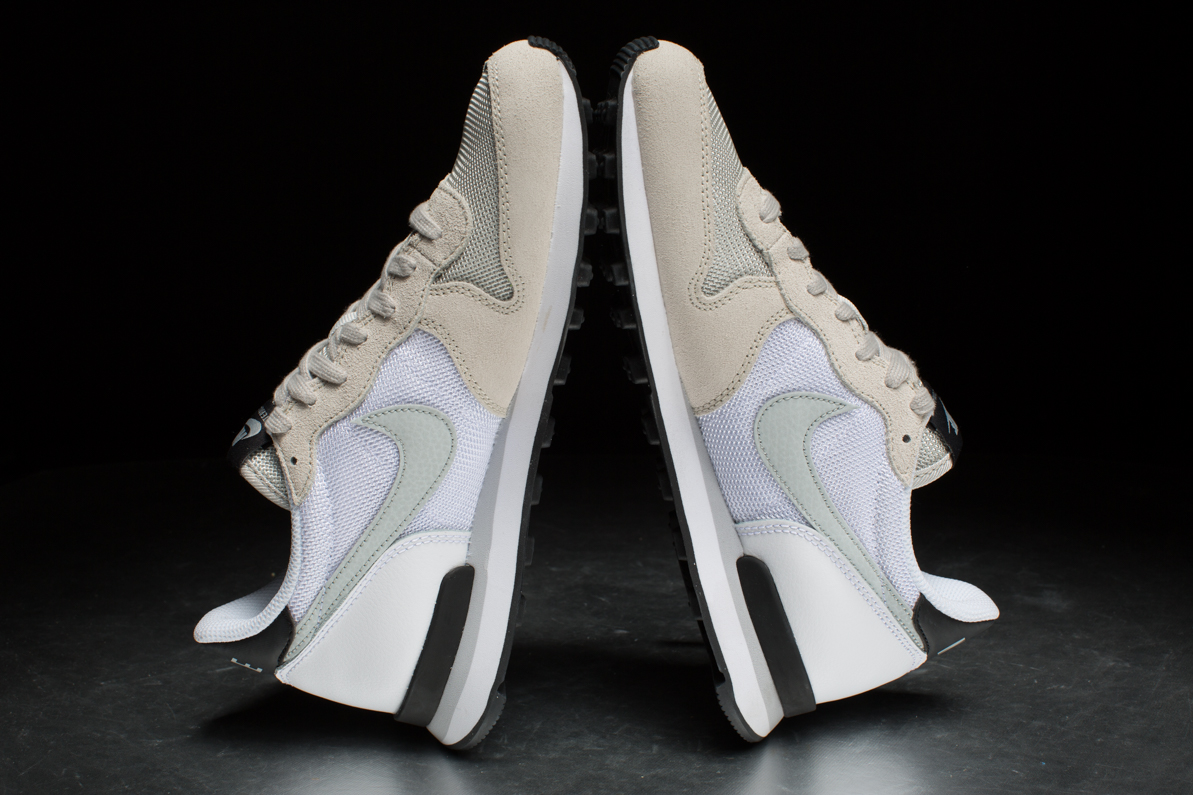 9a0aab7f7340 Nike Sportswear Wmns Internationalist – Light Bone   White   Black ...