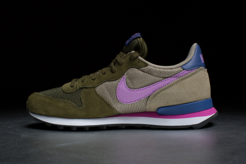 Wmns Nike Internationalist – Faded Olive / Fuchsia Glow / Bmb / Blue Legend