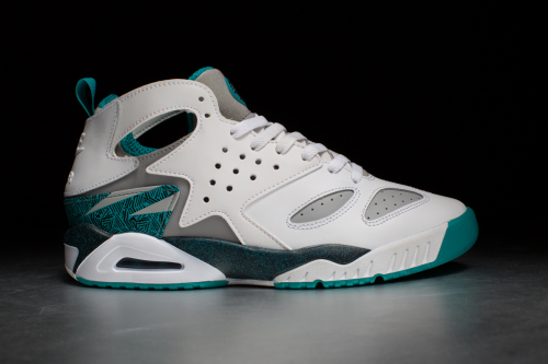 Nike Air Tech Challenge Huarache – White / Wolf Grey / Black / Turbo Green