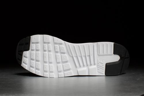 Nike Air Max Tavas – Black / White