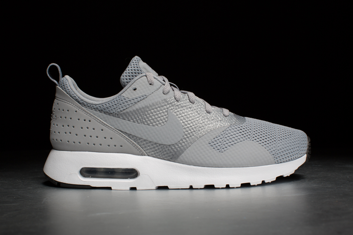 nike air max tavas wolf grey white