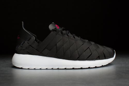Nike Rosherun Woven – Black / Fuchsia Force / White