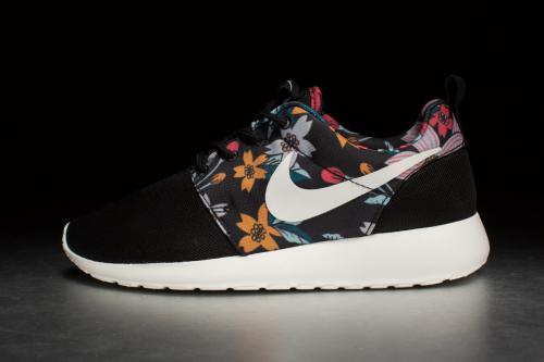 Nike Wmns Roshe One Print 'Aloha Pack' –Black / Artisan Teal / Sail