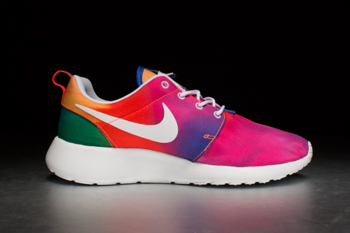 Nike Rosherun Print – Court Purple / White / Total Crimson