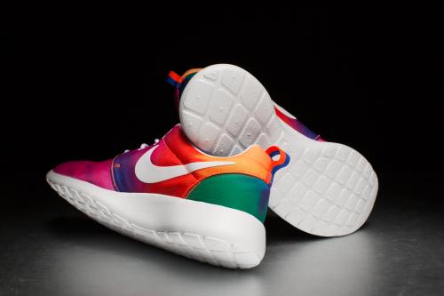 Nike Rosherun Print –Court Purple / White / Total Crimson