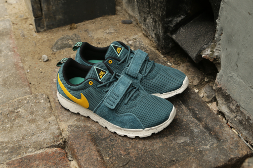 Nike SB Trainerendor – Night Factor / Varsity Maize / Sail