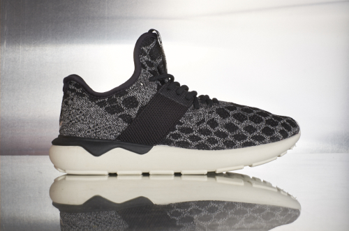 adidas Tubular Runner – Core Black / Carbon / Vintage White