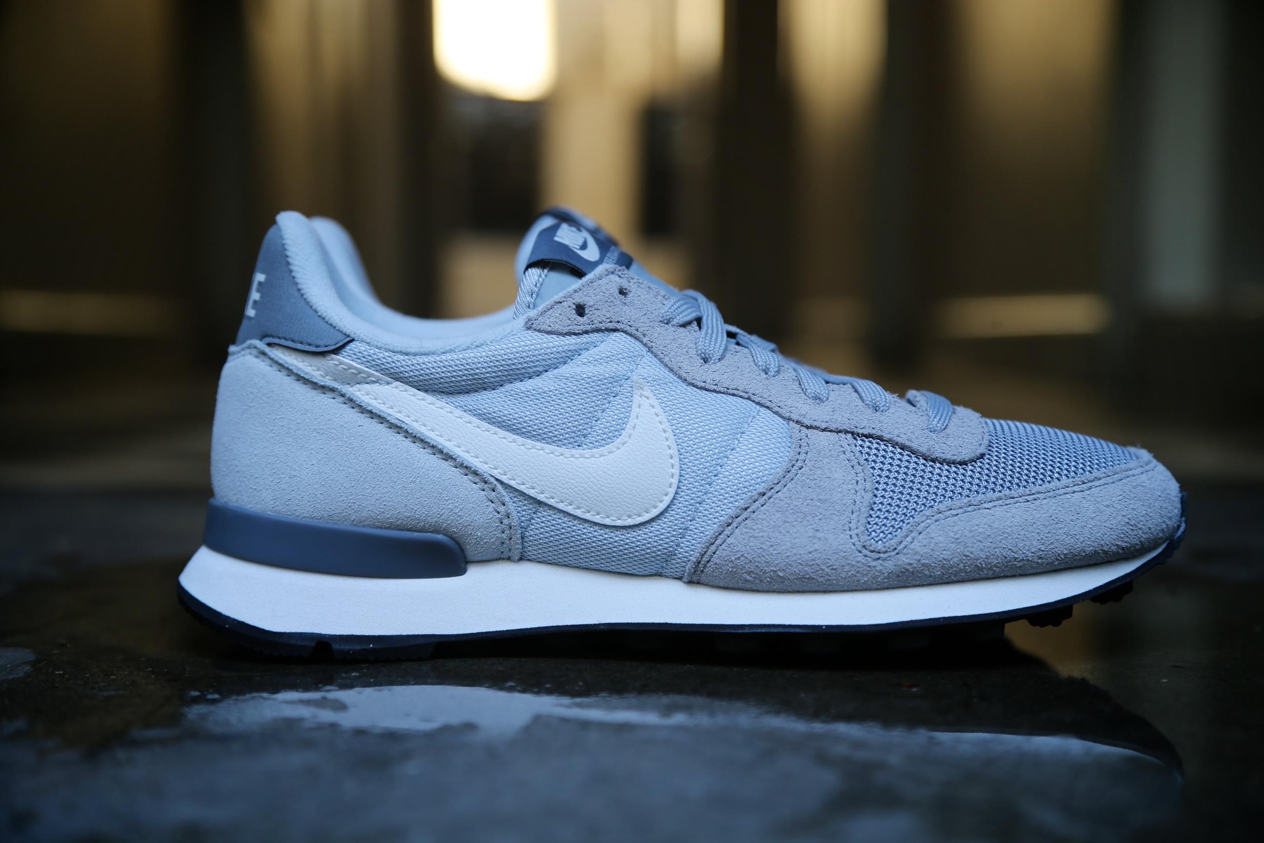 Nike Wmns Internationalist Wolf Grey Summit White Running