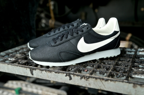 Nike Wmns Pre Montreal Racer VNTG – Black / Grey Mist / Sail