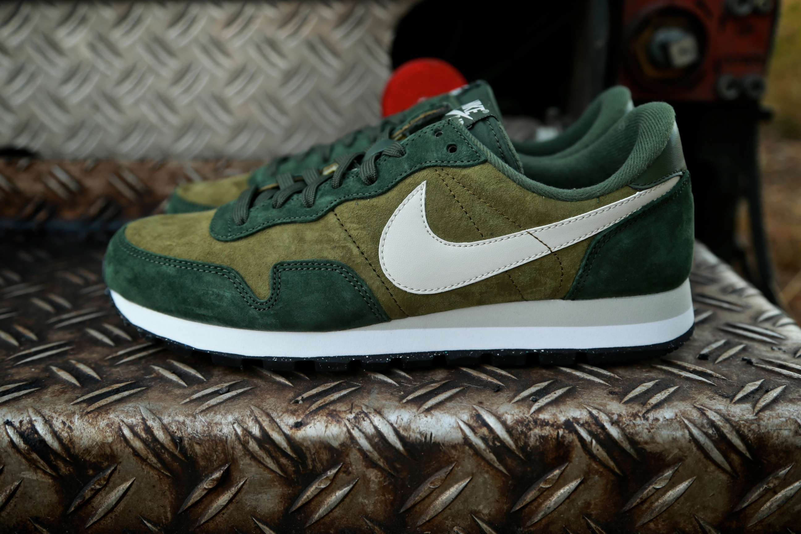 nike air pegasus 83 ltr militia green light bone. Black Bedroom Furniture Sets. Home Design Ideas