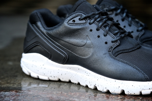 Nike Koth Ultra Low – Black / Black / White