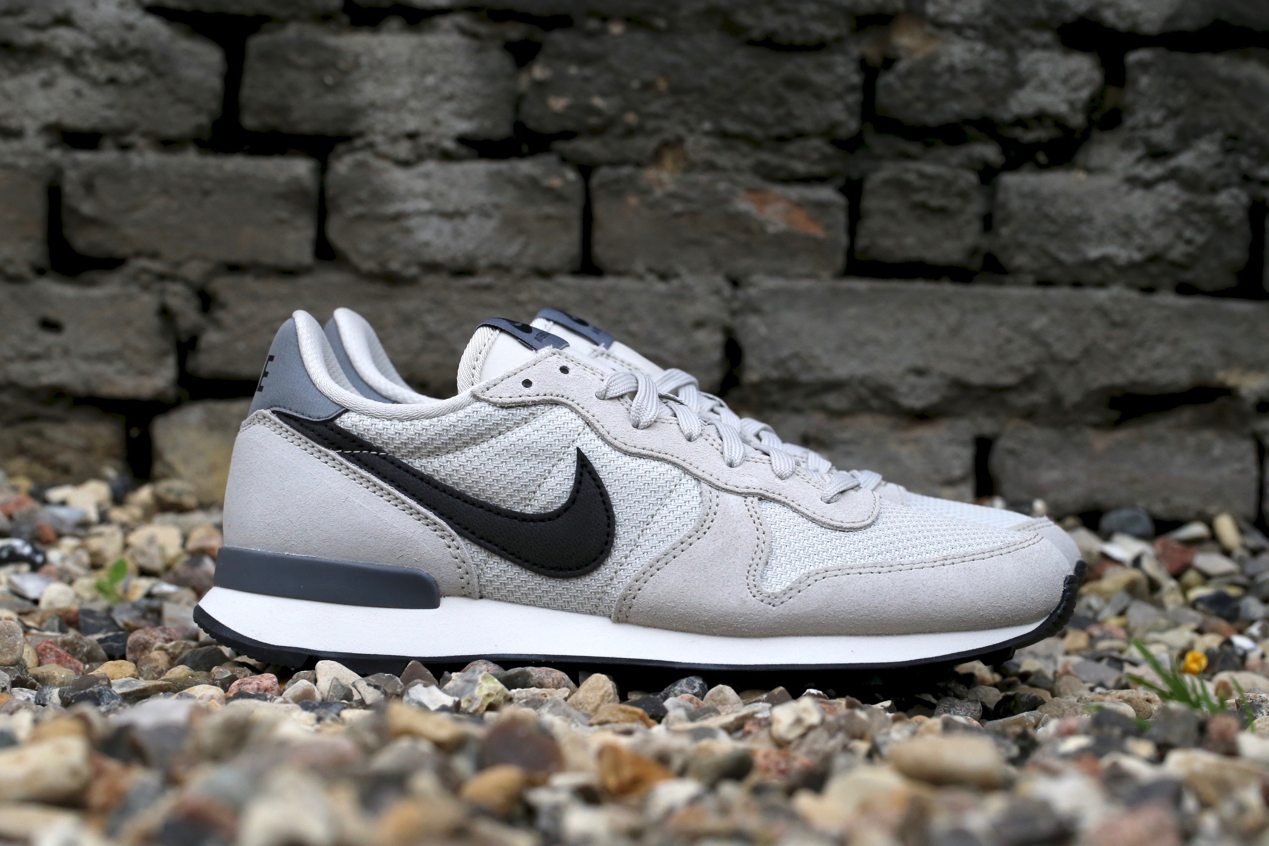 cheap for discount b0f50 291b1 Nike Wmns Internationalist – Light Bone   Cool Grey   Sail   Black ...