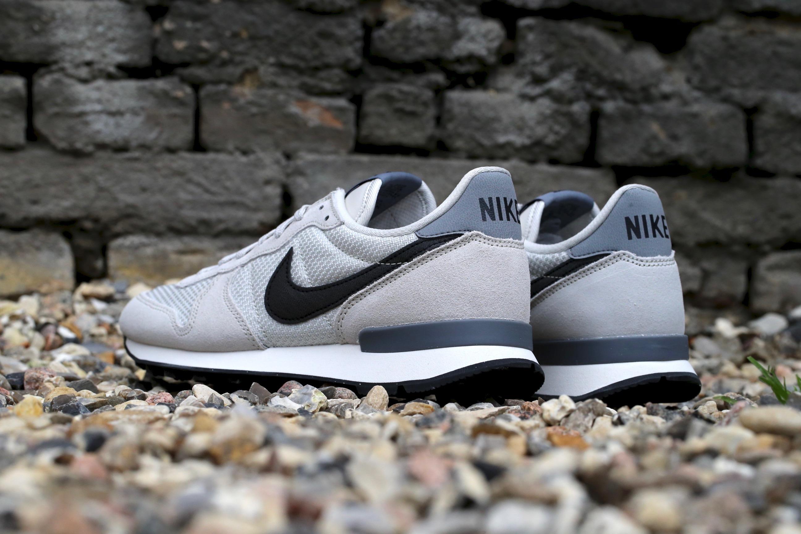 Nike Internationalist Light Bone / Cool Grey / Sail / Black