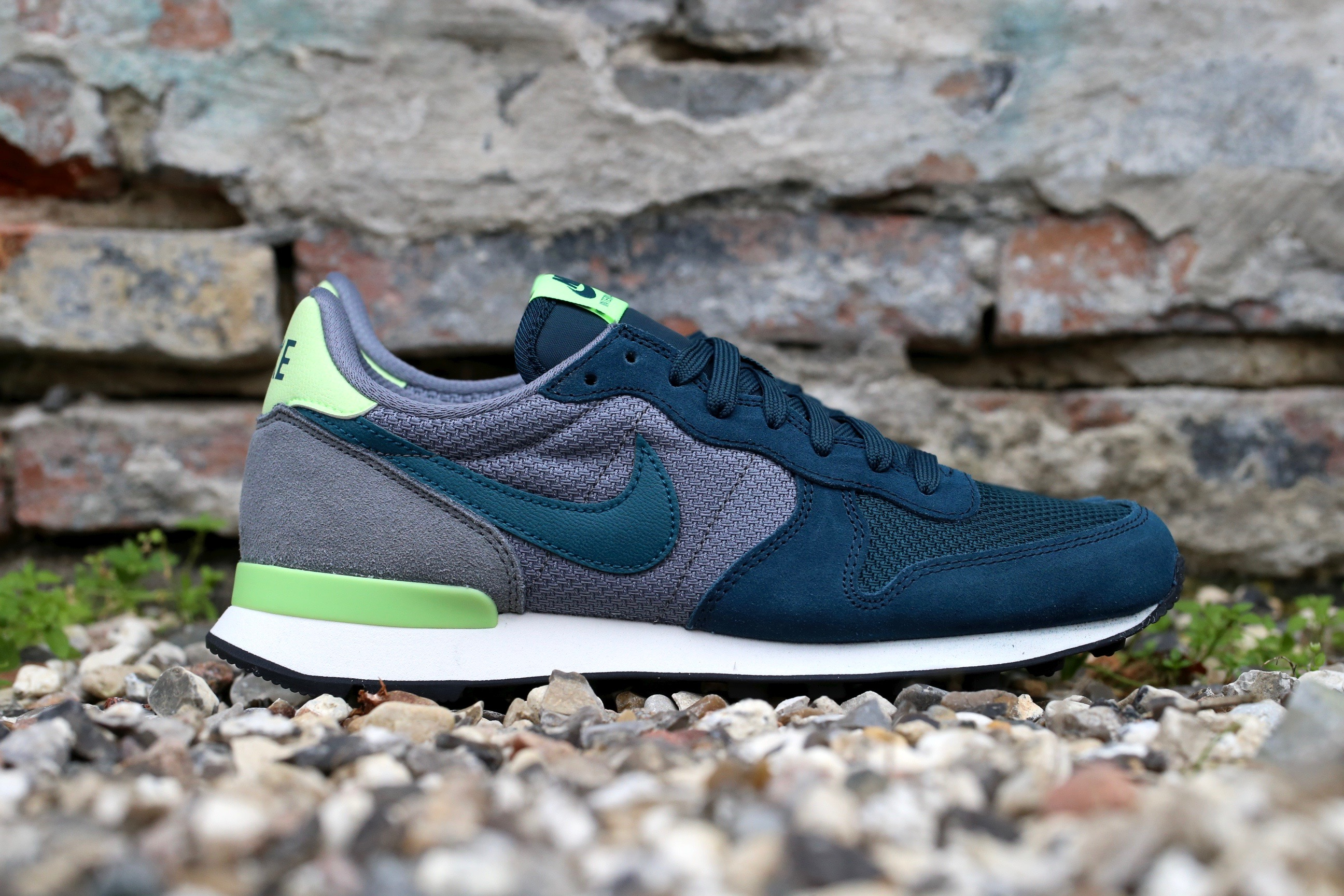 Nike Wmns Internationalist Mid Teal Teal Cool Grey Ghost Green