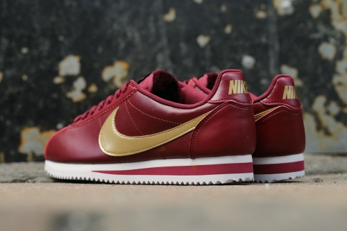 Nike Wmns Classic Cortez Leather - Team Red / Metallic Gold