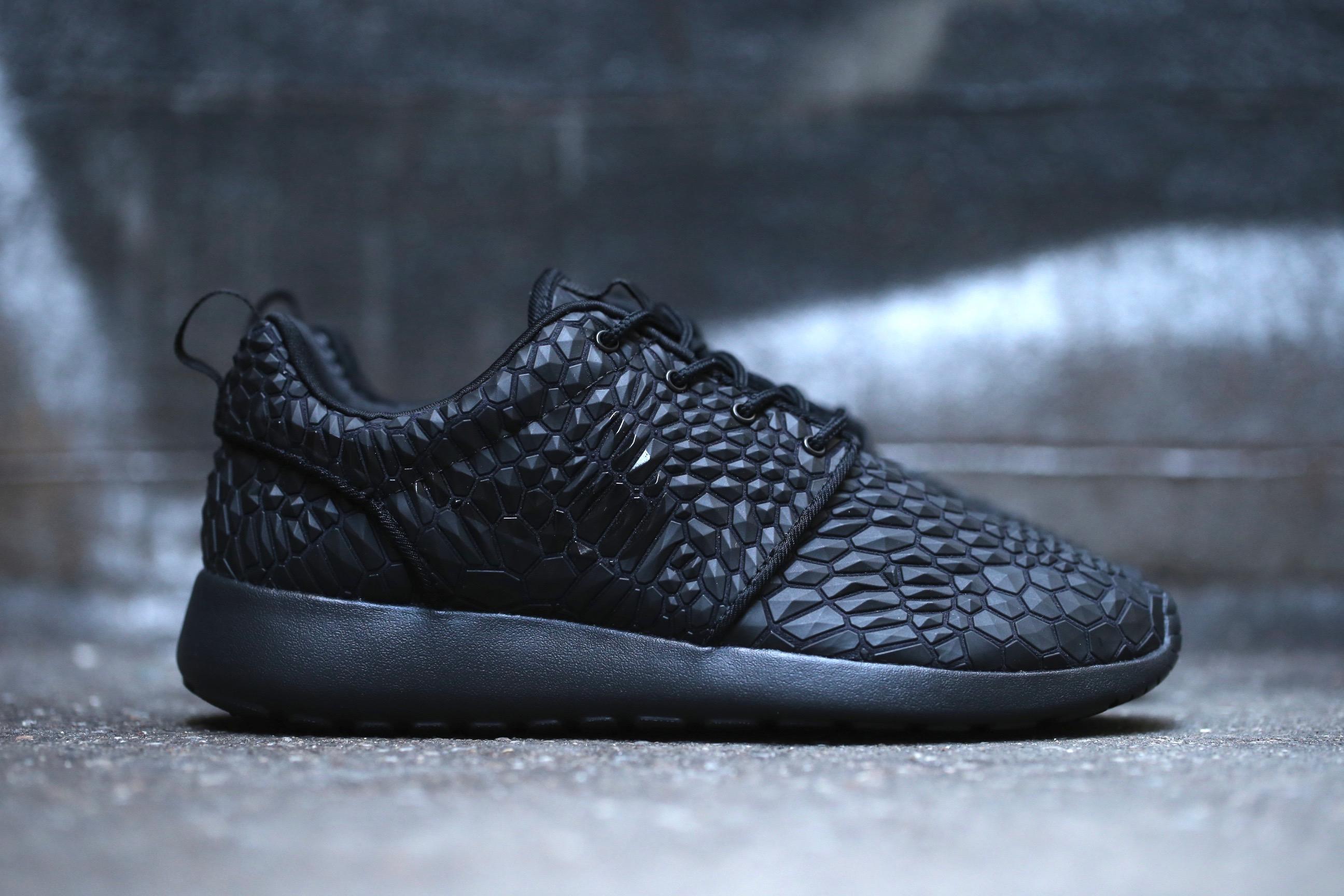 ae8099cf3531 Nike W Roshe One Diamondback – Black – STASP