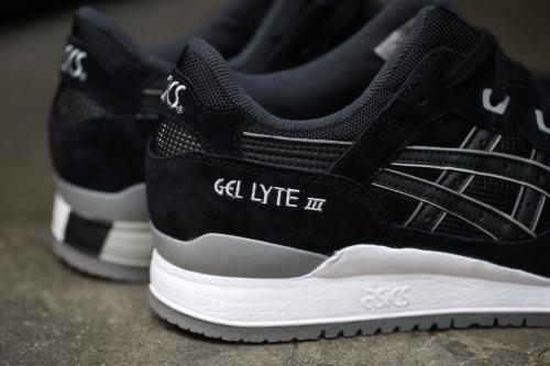 ASICS Gel-Lyte III - Black / Black