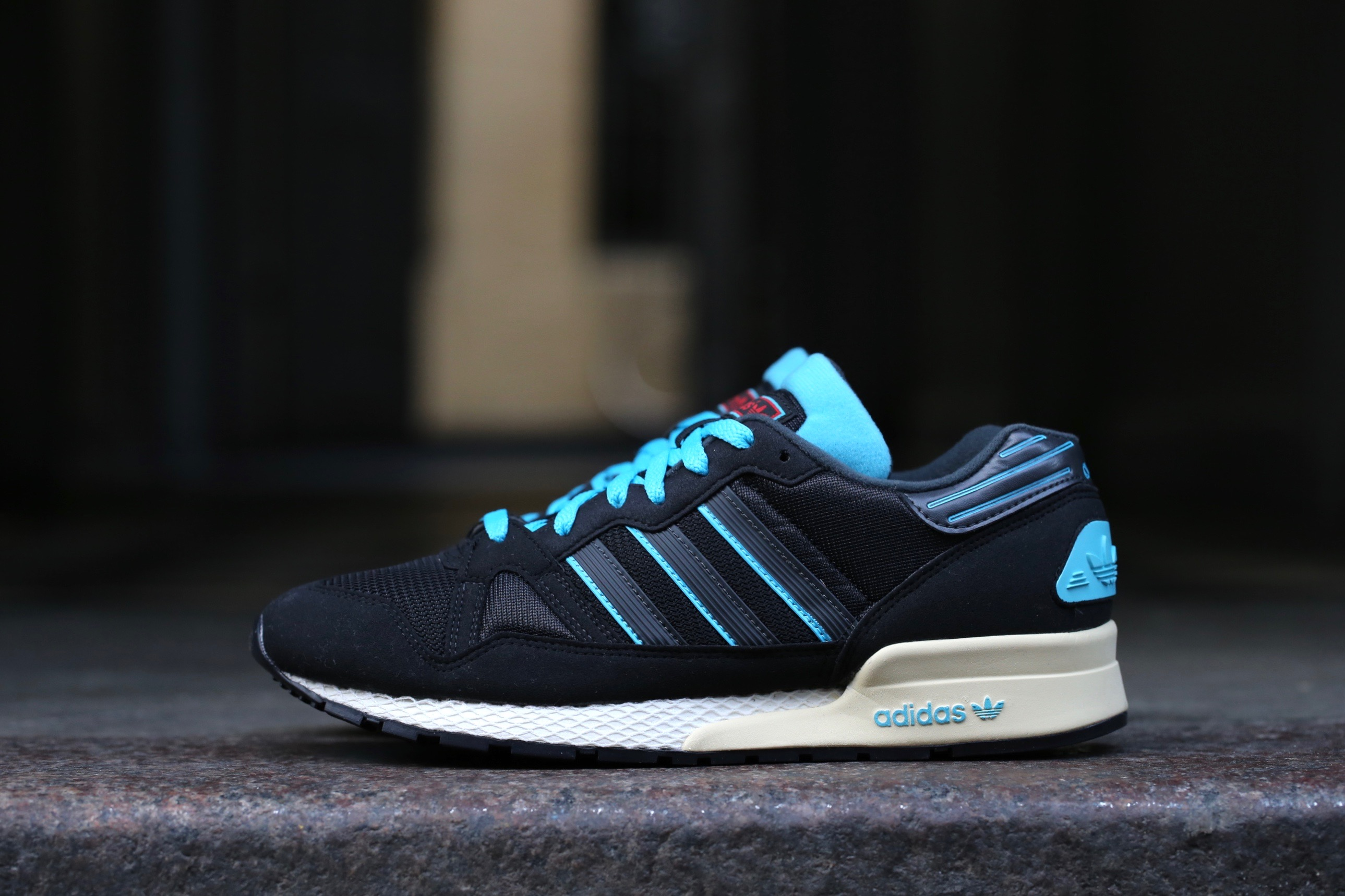 Adidas originals zx 710 black carbon samba blue stasp for Adidas originals unicenter