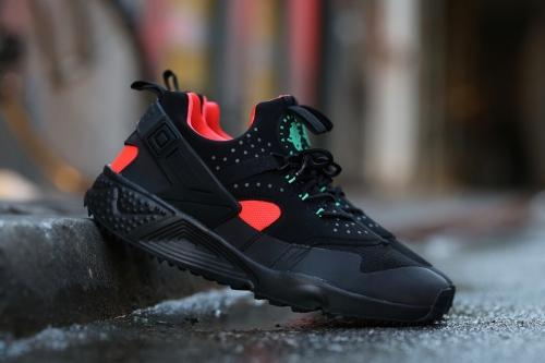Nike Air Huarache Utility PRM - Black / Bright Crimson