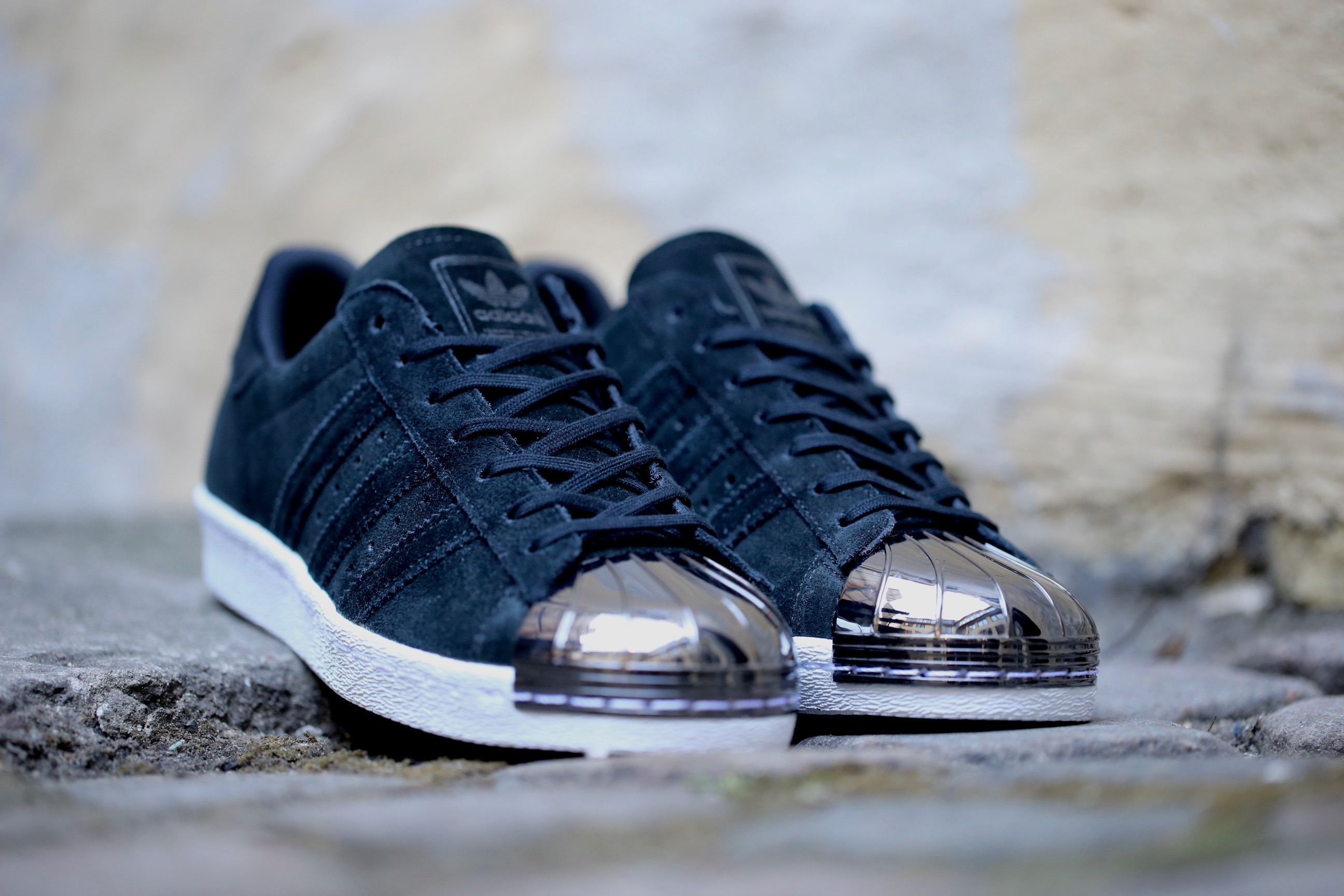 adidas superstar black metal toe
