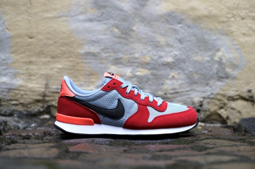 Nike Wmns Internationalist - University Red / Black / Blue Grey