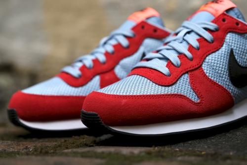 Nike Wmns Internationalist - University Red / Black / Blue Grey