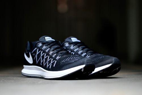 Nike Air Zoom Pegasus 32 - Black / White / Pure Platinum