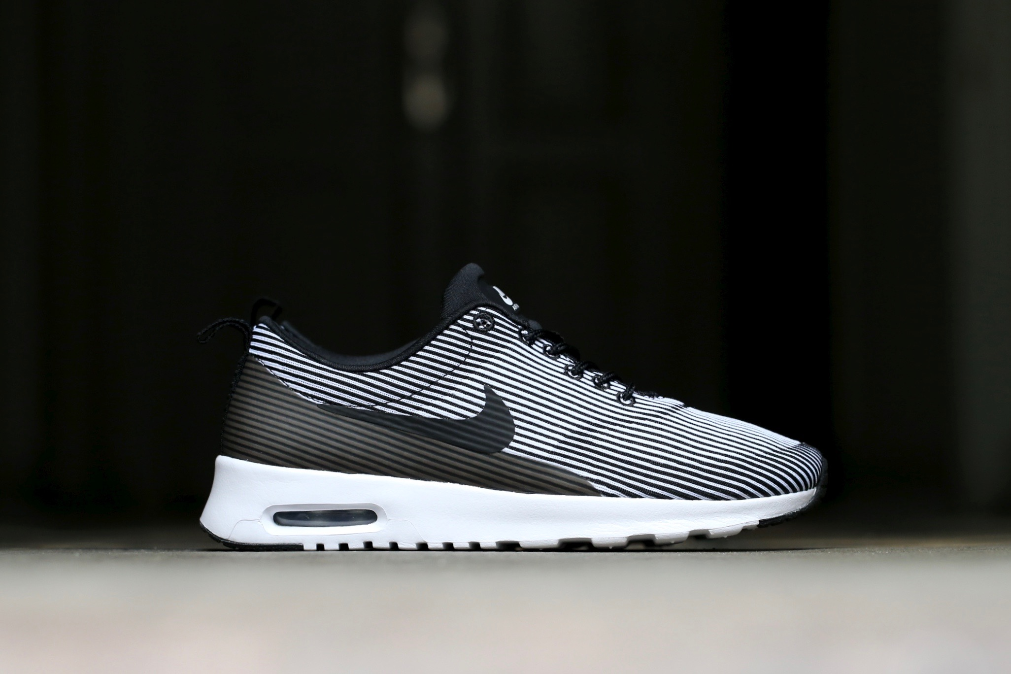 WMNS NIKE AIR MAX THEA KJCRD LIGHT WEIGHT RUNNING (718646 004) SZ: 6.5