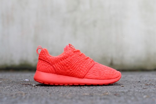 Nike Roshe One Diamondback - Bright Crimson / Bright Crimson