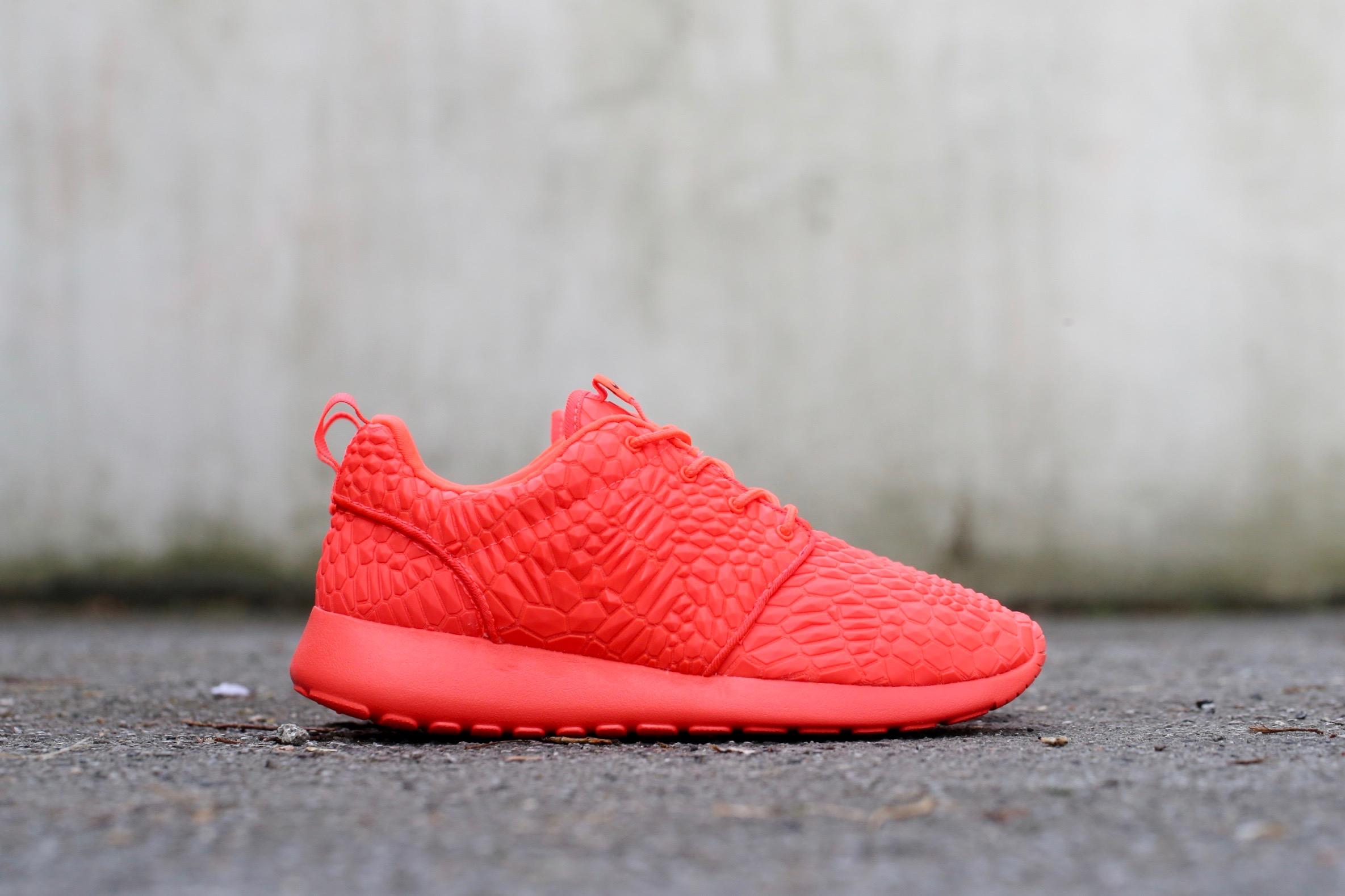 competitive price faf05 601d6 Nike W Roshe One Diamondback – Bright Crimson  Bright Crimso