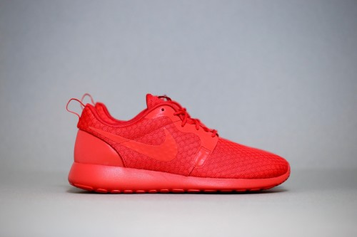 Nike Roshe One Hyperfuse - University Red / University Red / Black