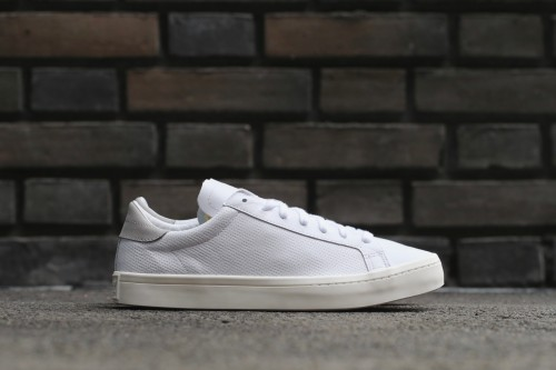 adidas Originals Court Vantage - Ftwr White / Mgh Solid Grey / Chalk White