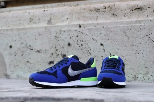 Nike Wmns Internationalist - Obsidian / Stealth