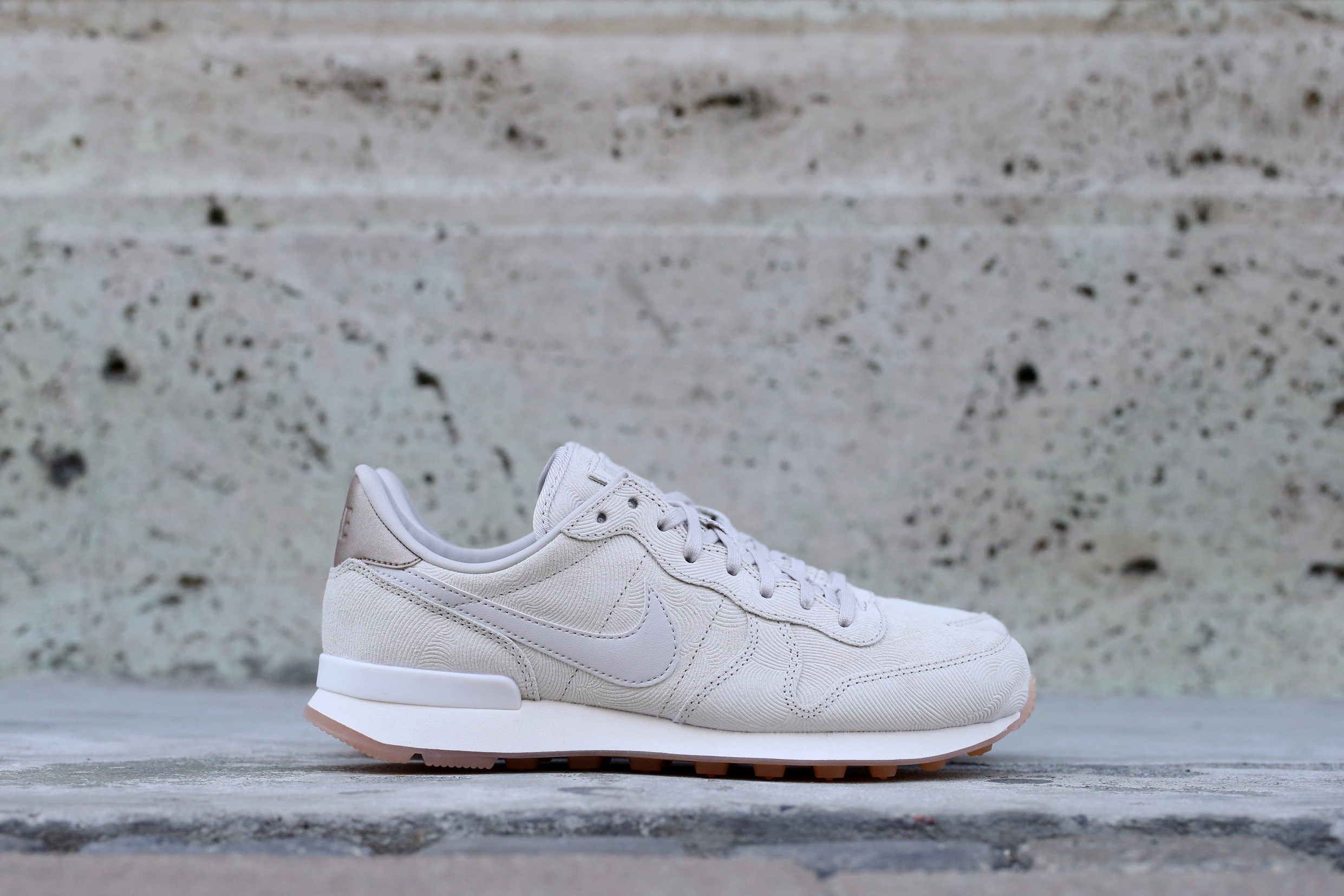 new style be6c8 dd3d2 Nike Wmns Internationalist PRM – Gamma Grey   Phantom   Gum Yellow ...