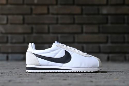 Nike Classic Cortez Nylon - White / Black