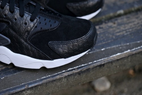 Nike Air Huarache Run PRM - Black / Dark Grey / White