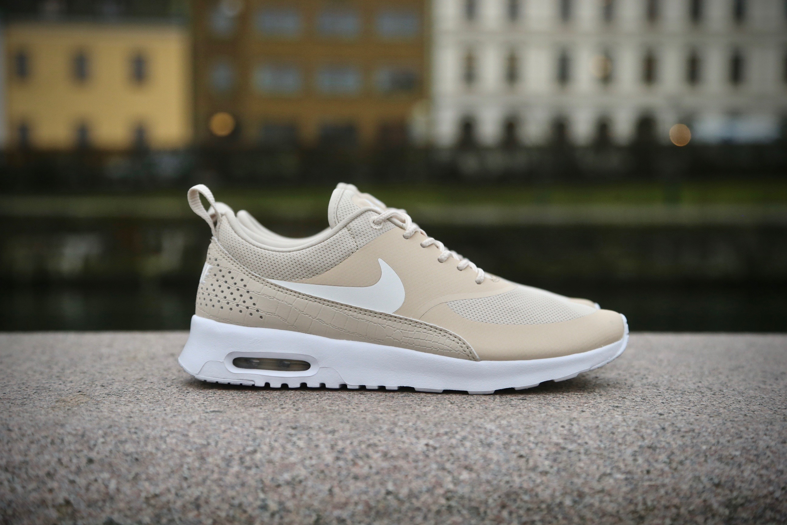 nike wmns air max thea oatmeal sail white stasp. Black Bedroom Furniture Sets. Home Design Ideas