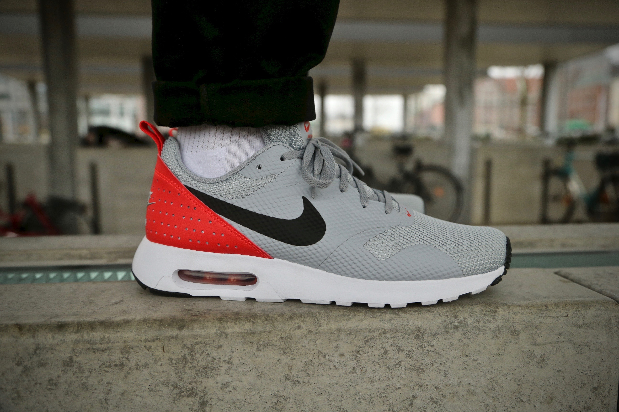 nike air max tavas grey red