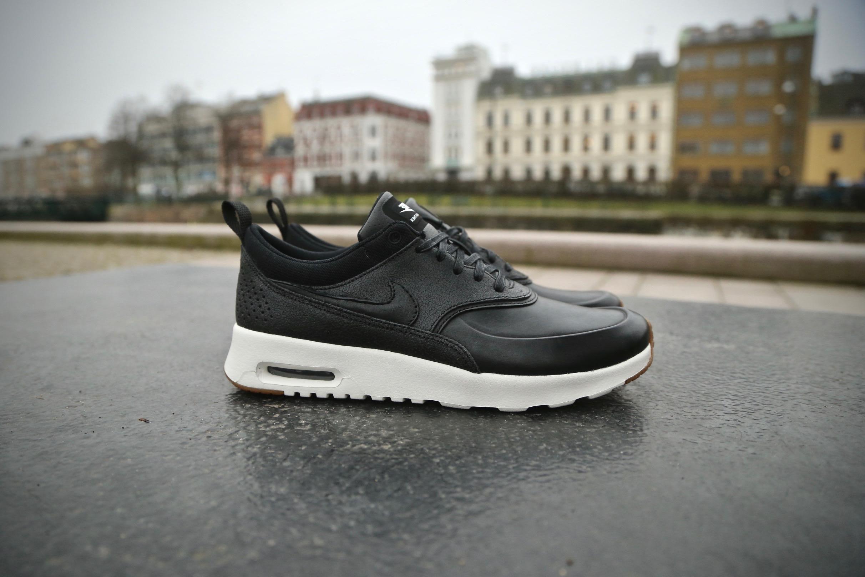 Nike Wmns Air Max Thea Premium Black Black sail gum Medium