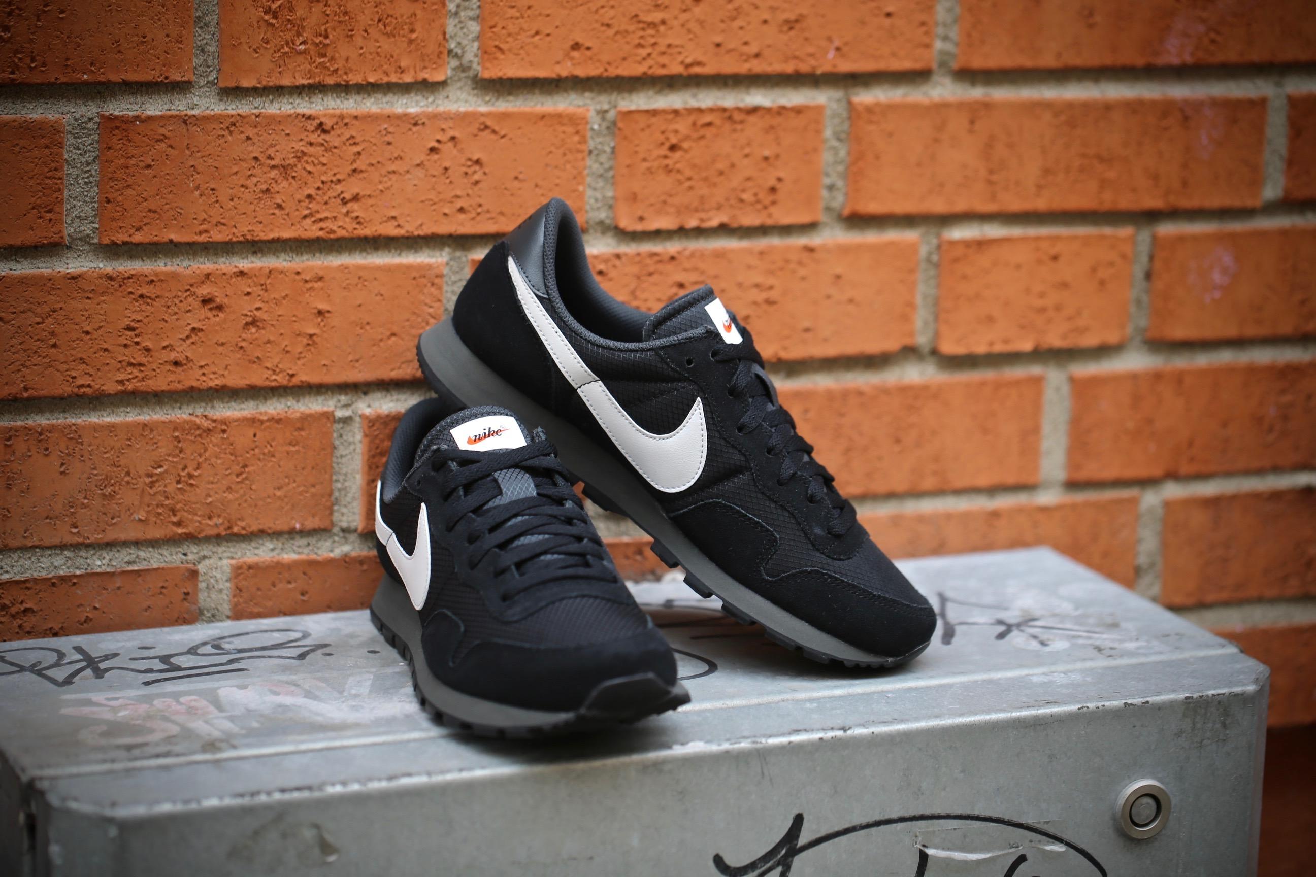 Nike Air Pegasus 83 (Black Pure Platinum Anthracite White)