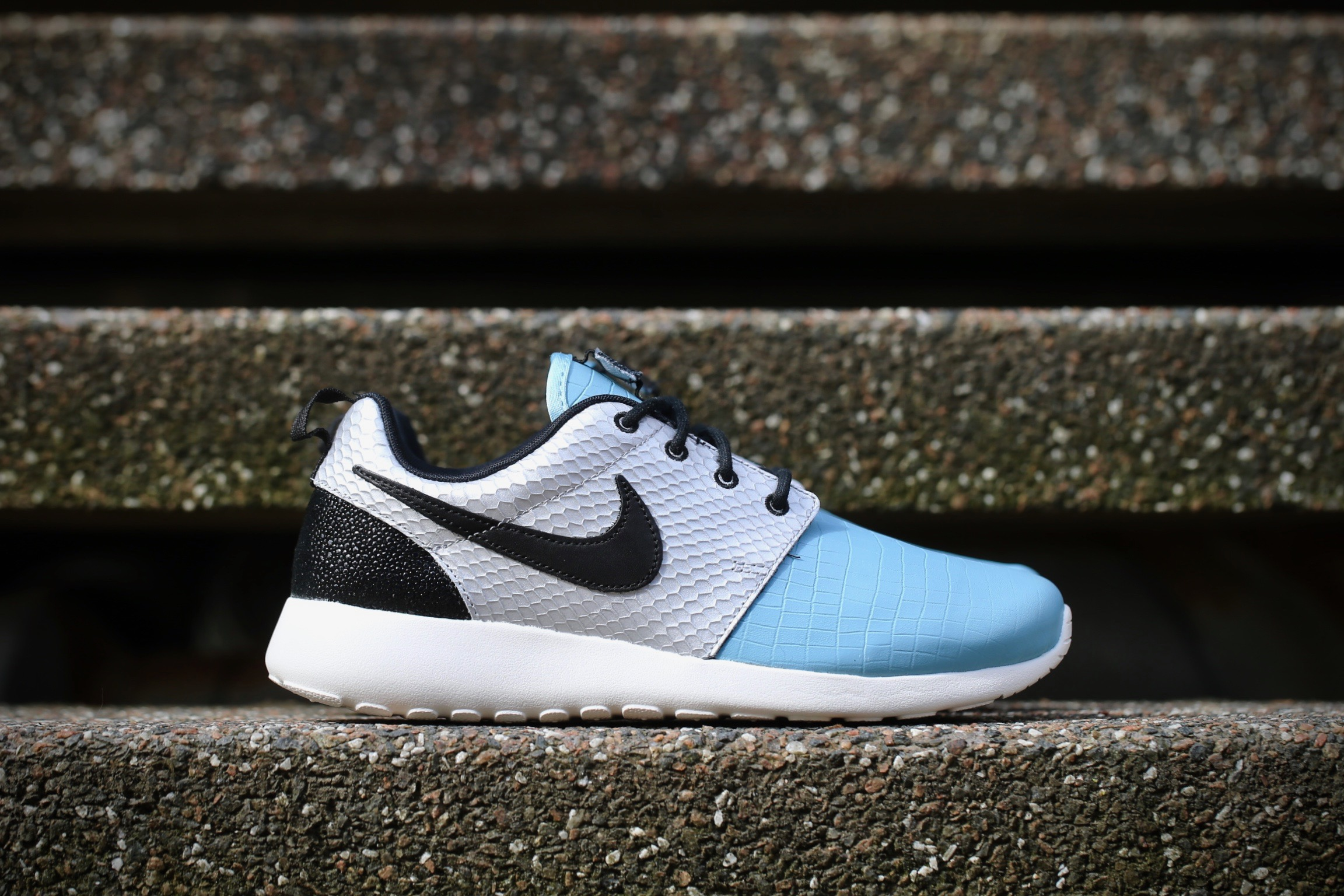 bf62d2daed61 Nike Wmns Roshe One LX – Metallic Silver   Mica Blue   Ivory   Black ...