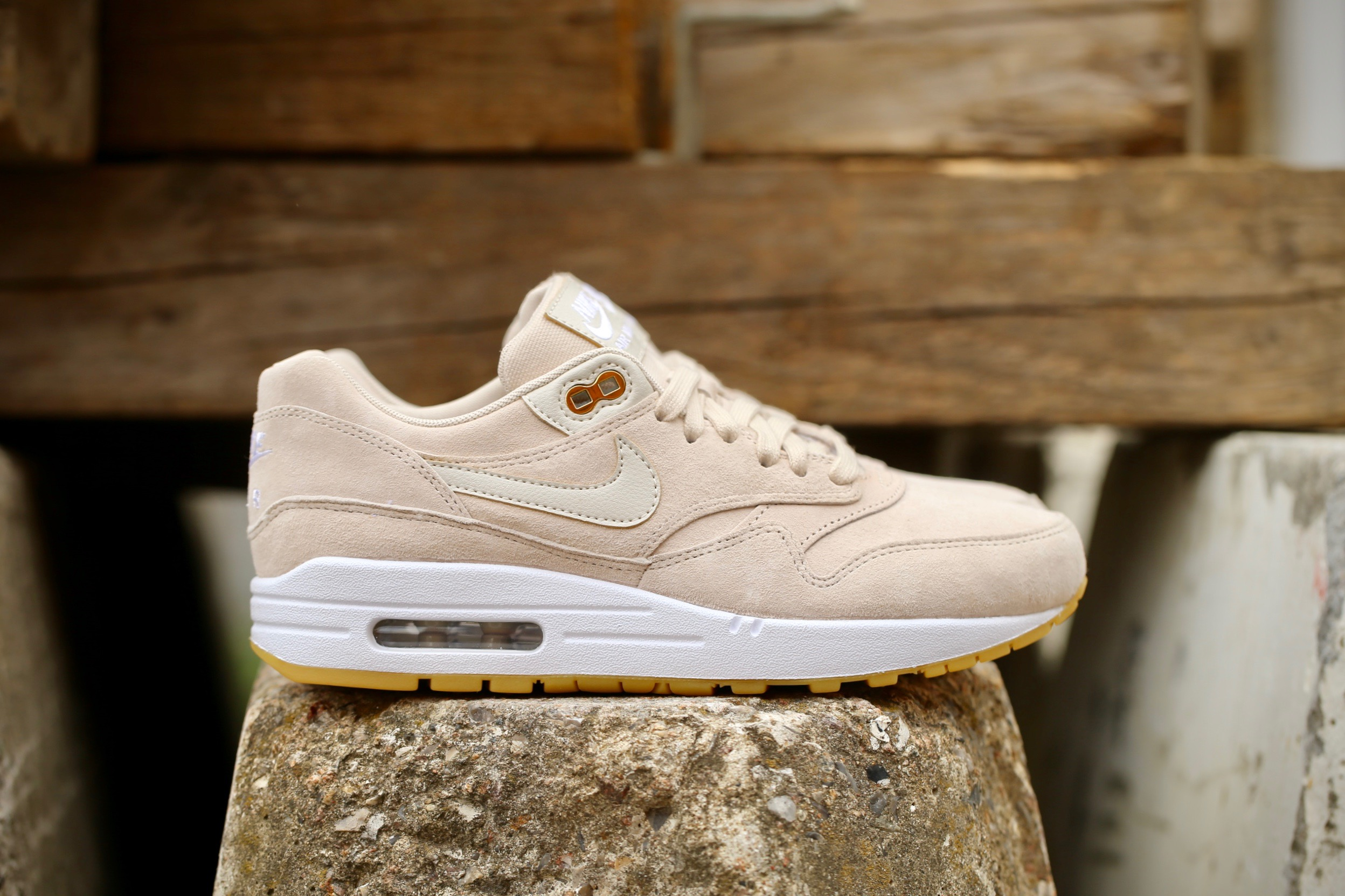 brand new 063df 4bea0 Nike Wmns Air Max 1 SD – Oatmeal / White / Gum Light Brown – STASP