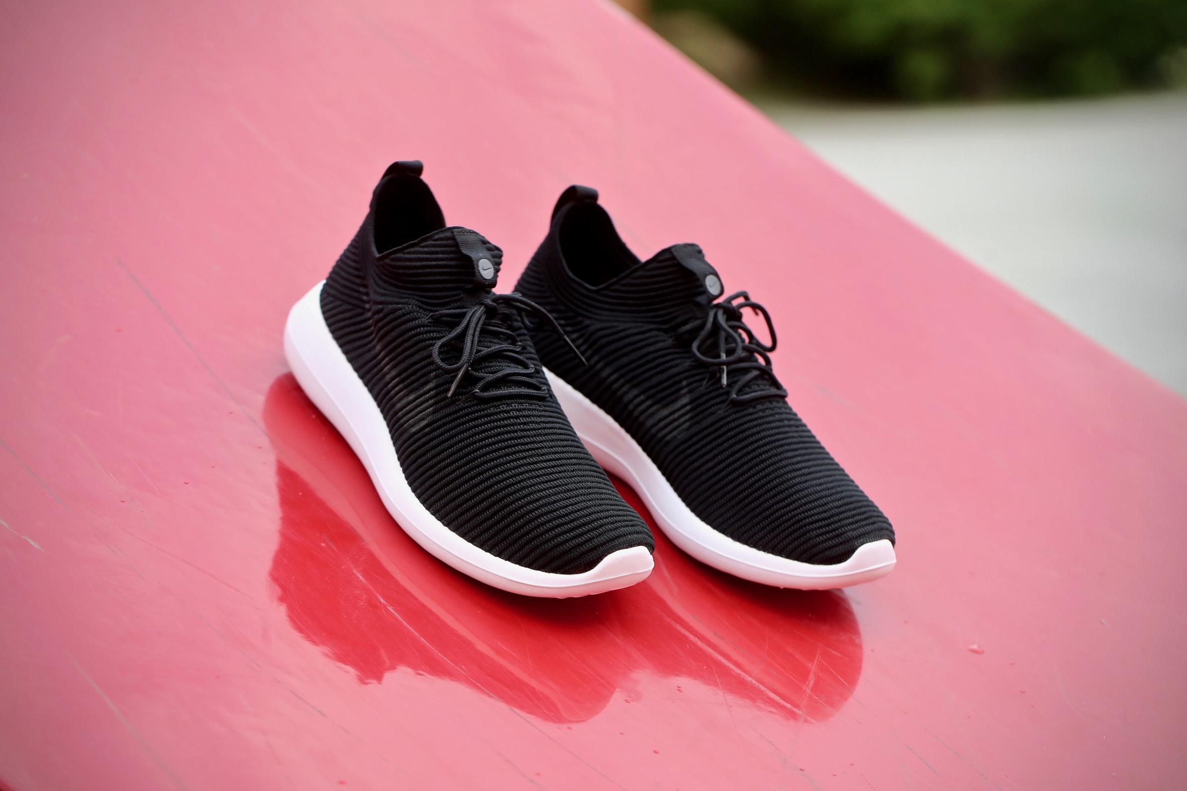 énorme réduction 6245b 451ff Nike Rosh Two Flyknit V2 - Black / White