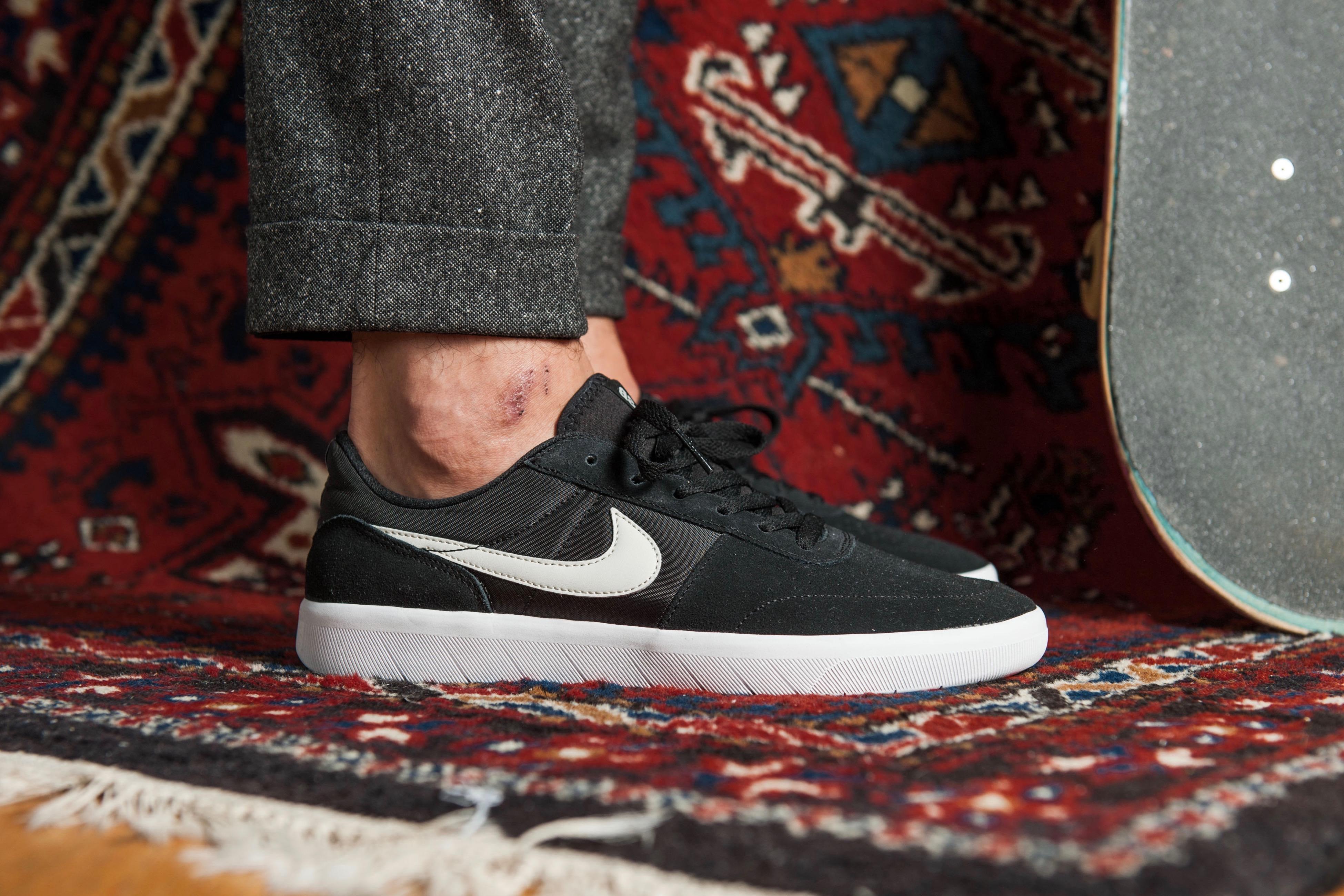 Nike SB Team Classic – Black / White