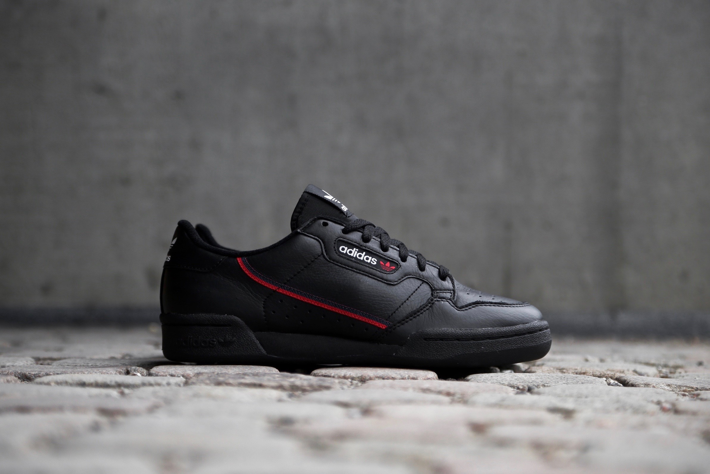 the best attitude 5e032 51a04 adidas Originals Continental 80 – Core Black   Scarlet   Collegiate ...