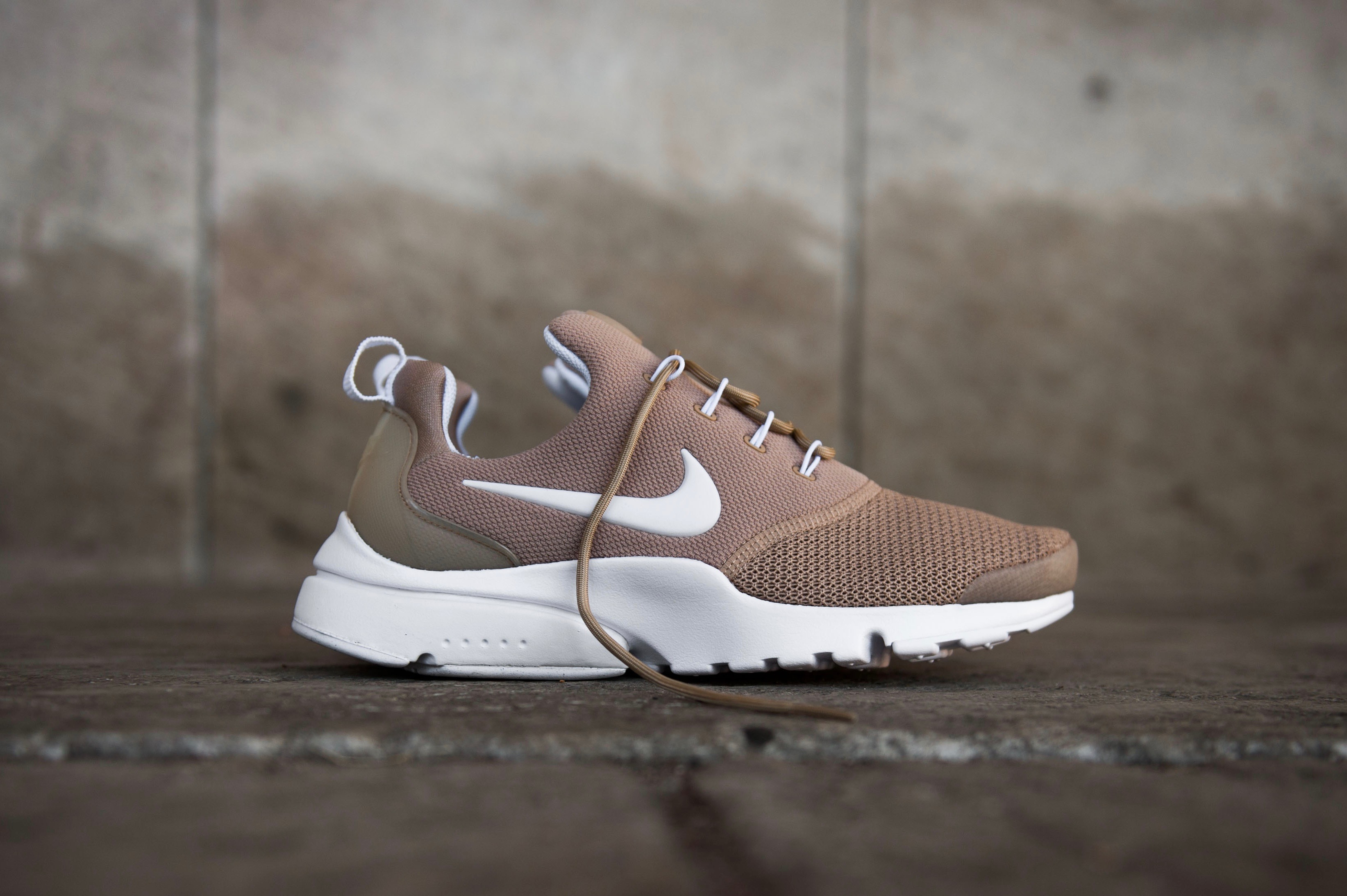 newest 16951 5dd78 Nike W Presto Fly - Sand / White