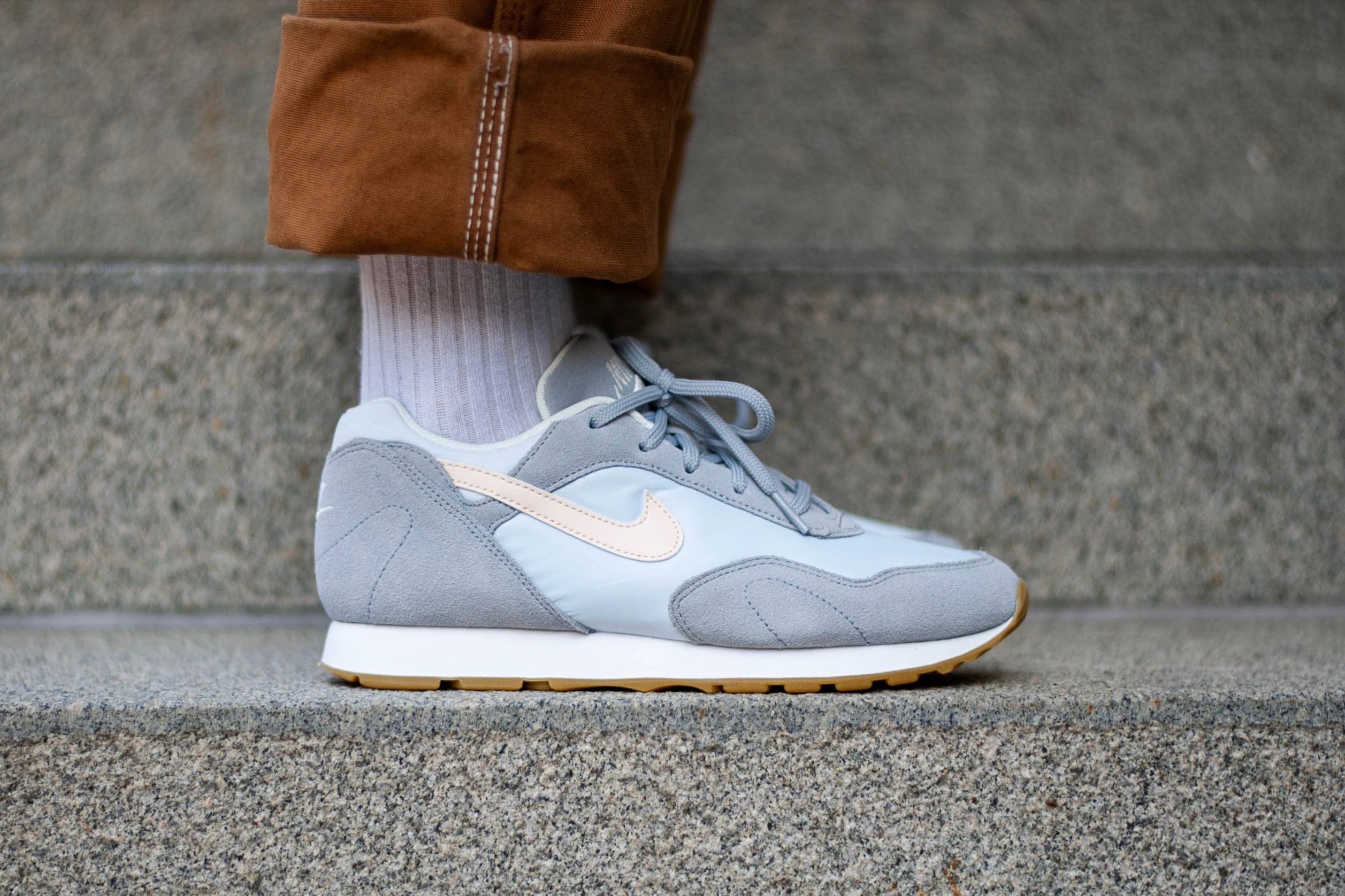 fe3197635b6ee Nike W Outburst – Wolf Grey / Football Grey / Summit White / Guava ...